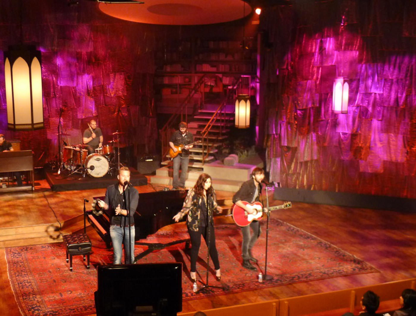 LADY ANTEBELLUM PERFORMING ON THE TALK