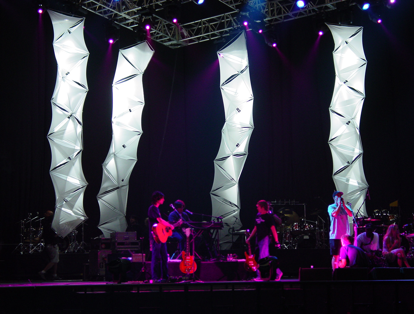 FUNKY TETRA COLUMNS ON STAGE