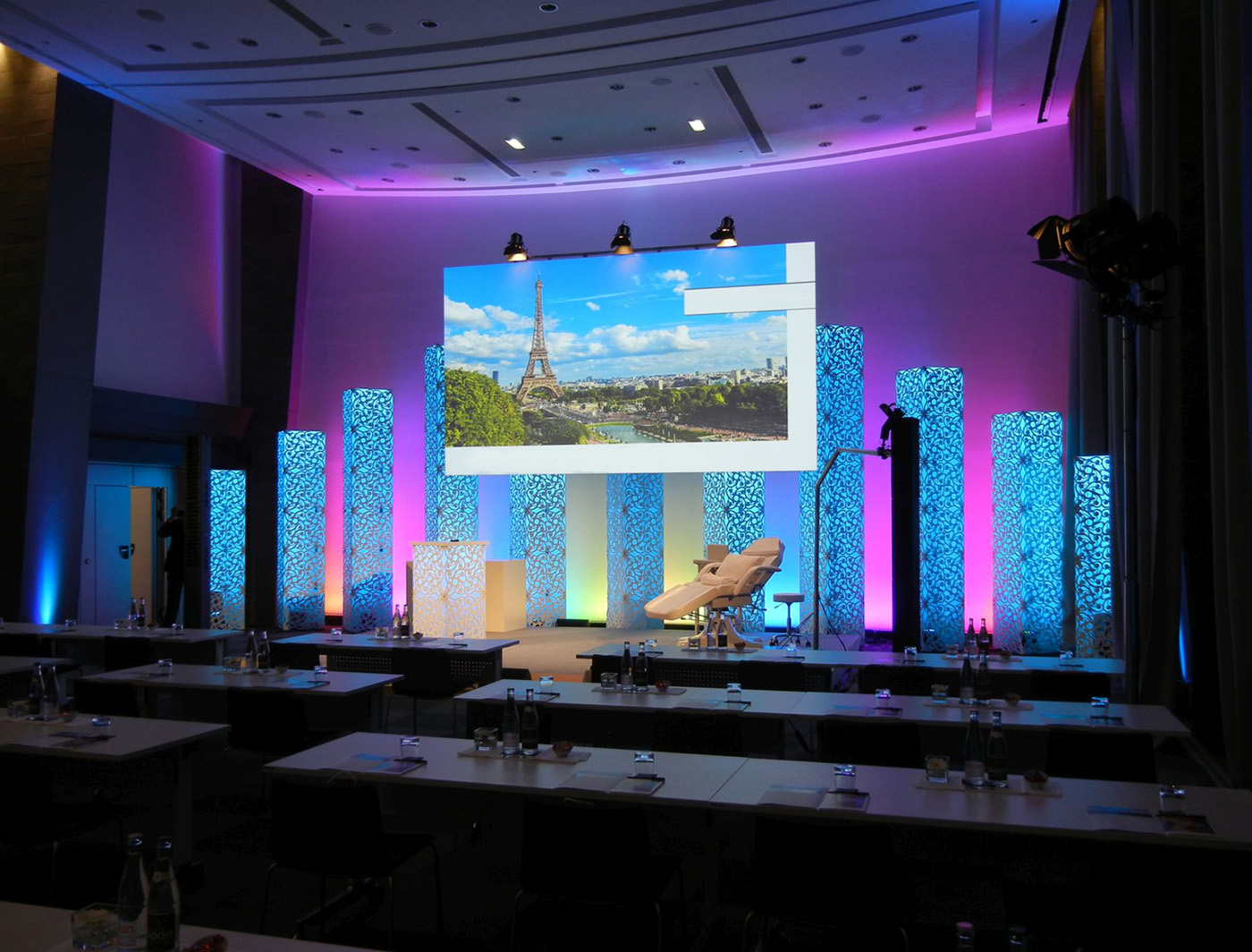 PIPPA SUPERCOLUMNS rise to the occasion at this corporate event
