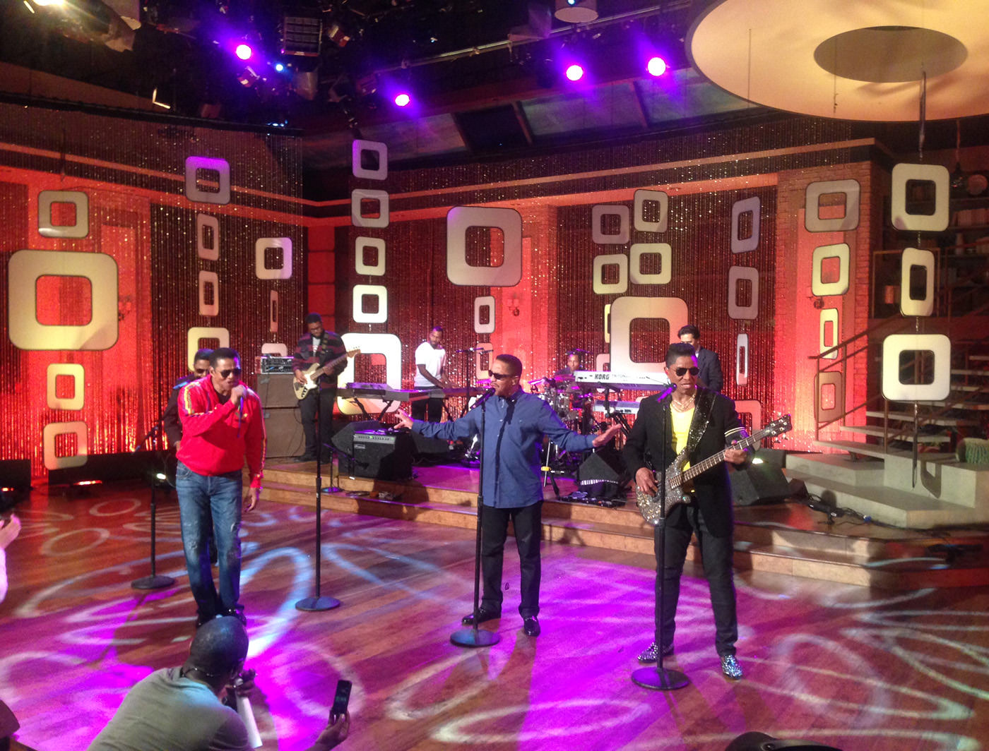 BITTY DREAMS ON THE TALK STAGE WITH THE JACKSONS