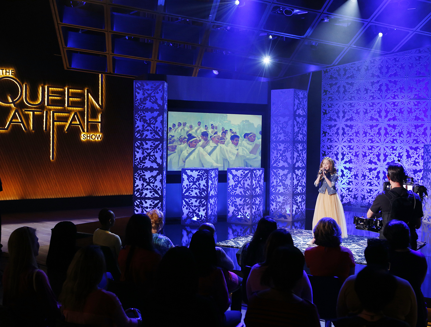 YETIFLAKE PANELS ON STAGE OF QUEEN LATIFAH SHOW