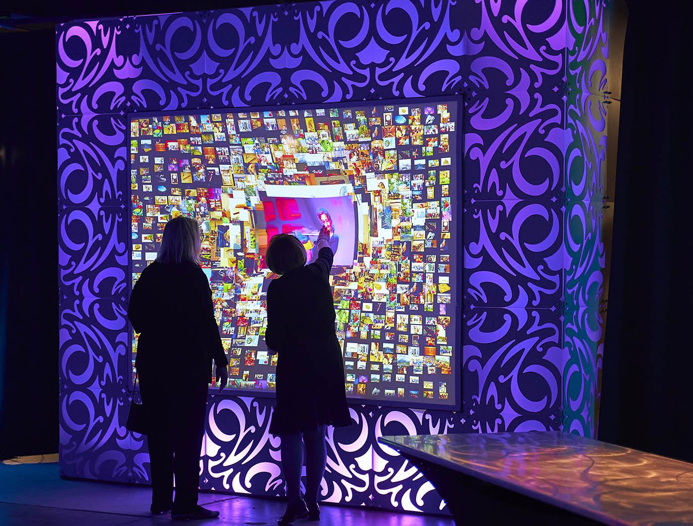 LOLA SuperLever panels surround xPRESS