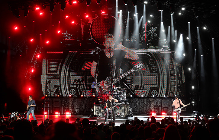 Nickelbacks feed the machine tour atomic nickelback feed the machine tour photo cred todd kaplan m4hsunfo