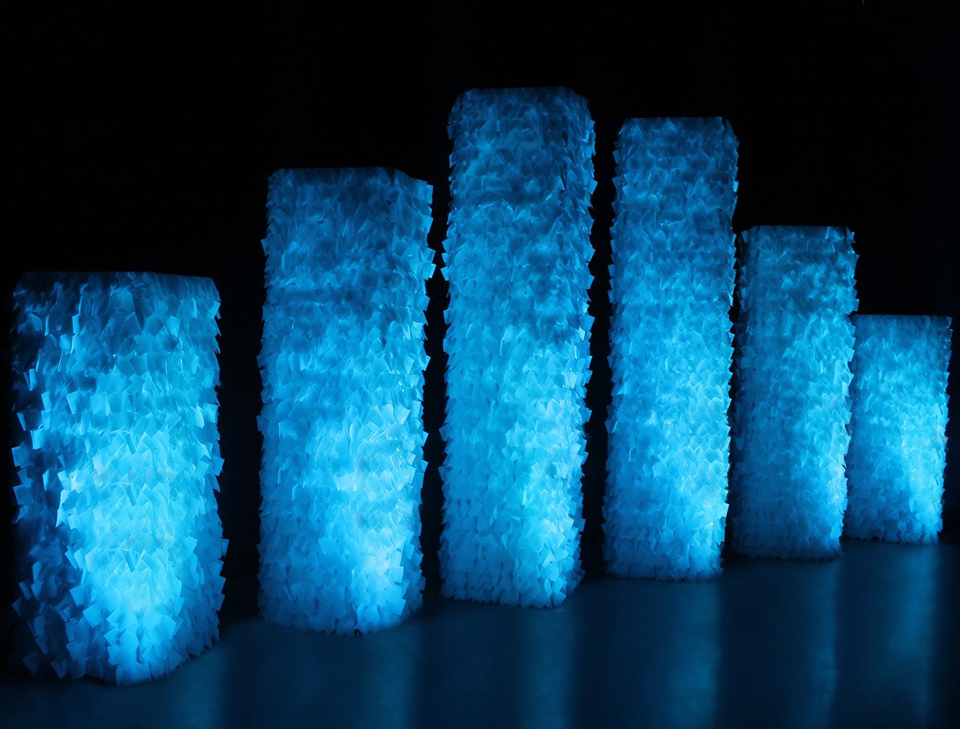 MiniGoss SuperColumns glow onstage