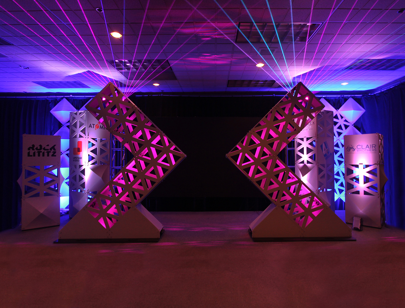 Modular Triad panels created these stunning SuperShapes and SuperColumns